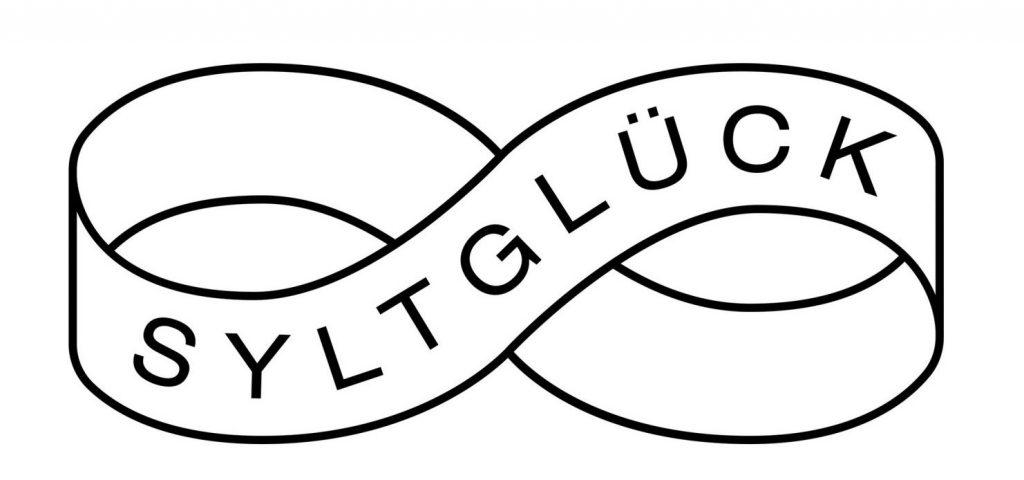 SG_Logo_SchleifeSchrift-e1542131475598, Sylt, Syltglück, Nordsee, Insel, Sylt-Glück, Sylt-Glueck
